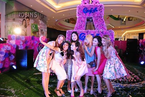 Vân Trang, Trúc Diễm diện váy ngàn hoa cuốn hút - 10