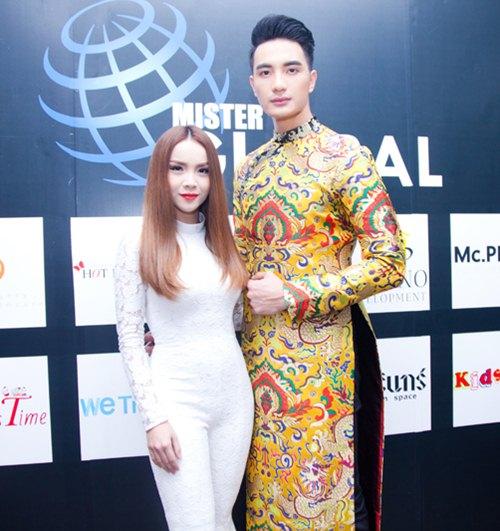 Yến Trang gợi cảm bên dàn thí sinh cơ bắp tại Thái Lan - 9