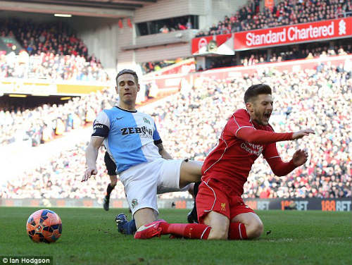"""Rodgers """"than trời"""" vì Liverpool bị đối xử bất công - 1"""