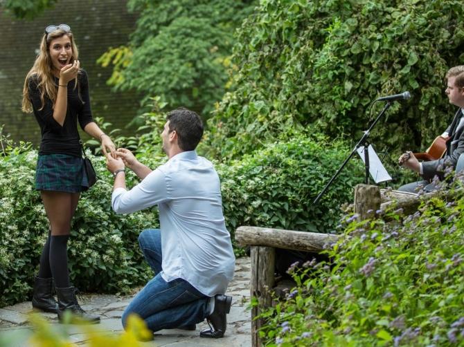 Khoảnh khắc cầu hôn tuyệt đẹp của các cặp đôi - 1