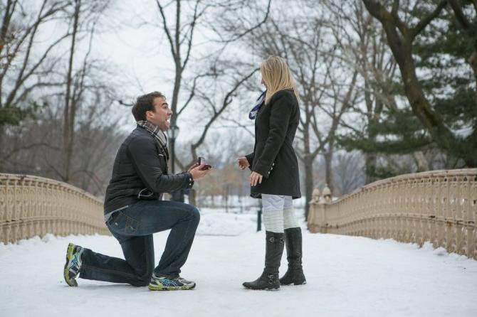 Khoảnh khắc cầu hôn tuyệt đẹp của các cặp đôi - 11