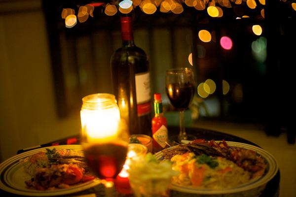 Vì sao không nên ăn tối dưới đèn mờ? - 1