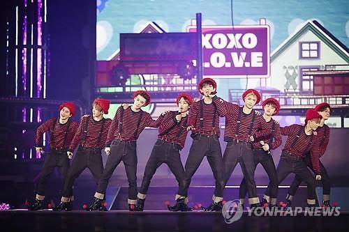 Liveshow tái xuất của EXO thấm đầy... máu và nước mắt - 4