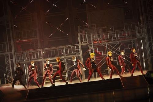 Liveshow tái xuất của EXO thấm đầy... máu và nước mắt - 5