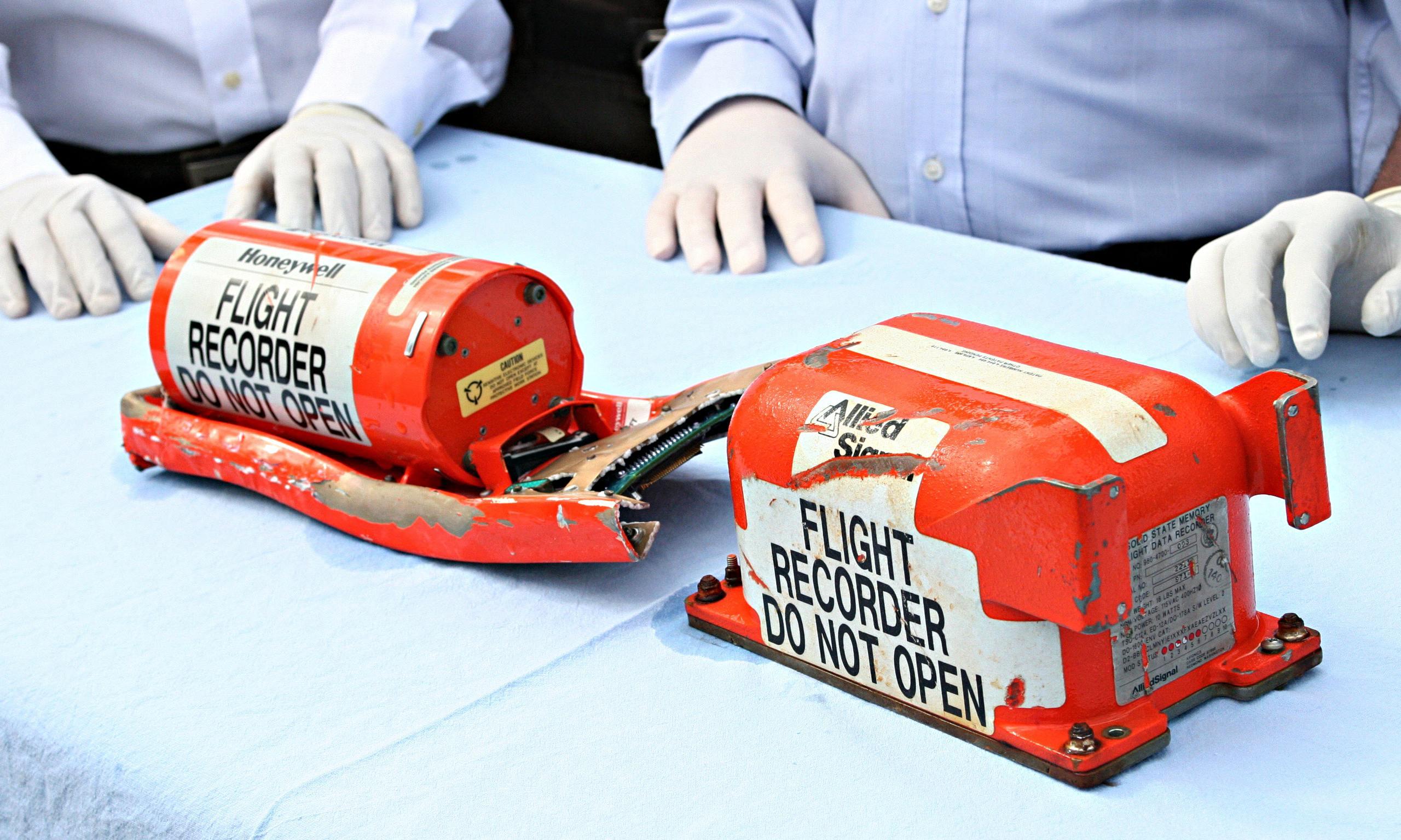 """Pin hộp đen MH370 """"chết"""" trước khi máy bay mất tích - 1"""
