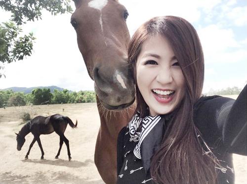 Ngắm hình selfie xinh như mộng của mỹ nhân showbiz - 12