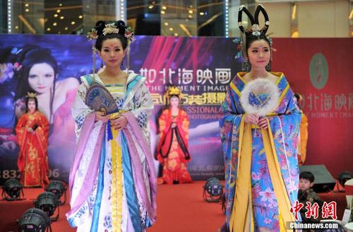 Mẫu Trung Quốc diễn nội y mừng ngày phụ nữ - 5