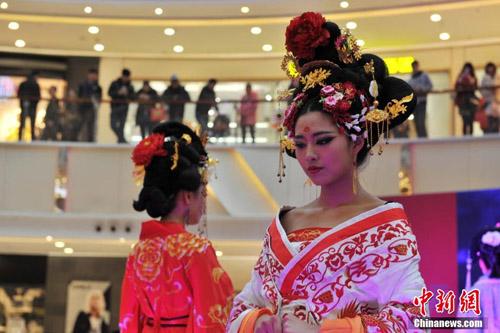 Mẫu Trung Quốc diễn nội y mừng ngày phụ nữ - 6