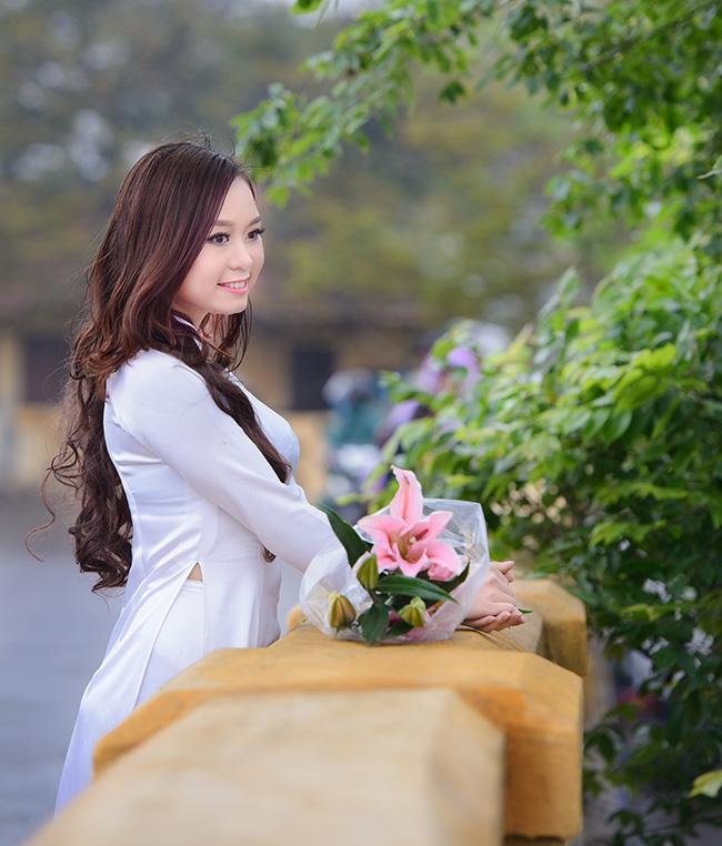 Á khôi Đại học Nội vụ Nông Thị Quỳnh dịu dàng trong tà áo dài trắng tinh khôi