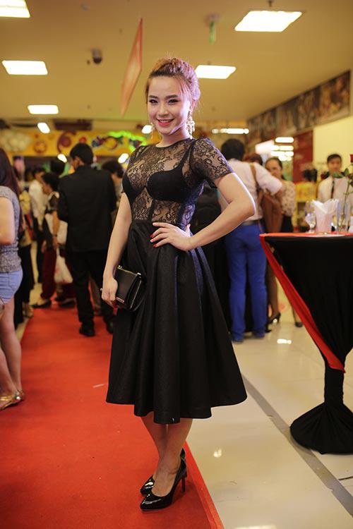 Thời trang ngày càng quyến rũ của dàn hot girl Việt - 11
