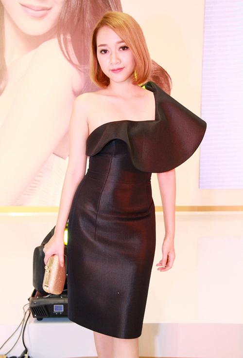 Thời trang ngày càng quyến rũ của dàn hot girl Việt - 14