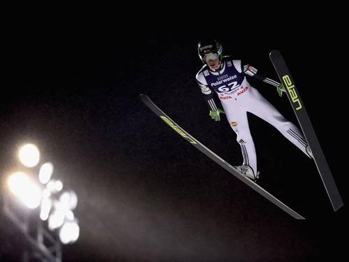 """Bay 250m, """"Người dơi"""" lập kỷ lục trượt tuyết mới - 1"""