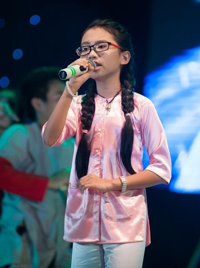 Phương Mỹ Chi là cái tên hot sau cuộc thi Giọng hát Việt nhí 2013 với chất giọng dân ca ngọt ngào, sâu lắng.
