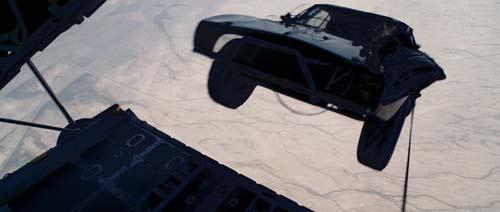Fast & Furious 7: Nghẹt thở với trích đoạn phim đầu tiên - 4