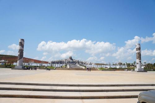 Ngắm tượng đài Mẹ Việt Nam anh hùng lớn nhất nước - 1