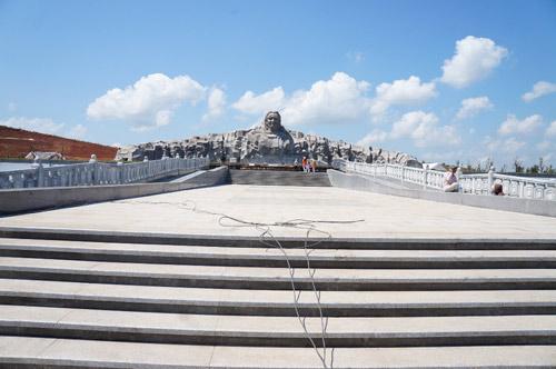 Ngắm tượng đài Mẹ Việt Nam anh hùng lớn nhất nước - 3