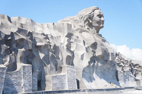 Ngắm tượng đài Mẹ Việt Nam anh hùng lớn nhất nước - 8
