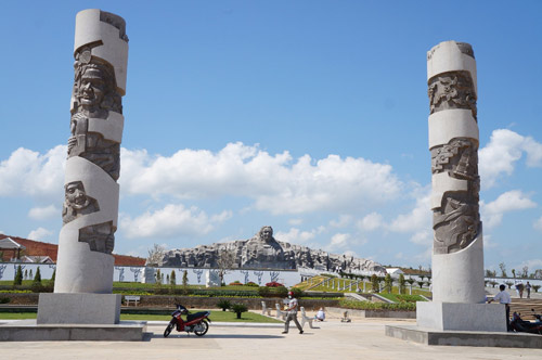 Ngắm tượng đài Mẹ Việt Nam anh hùng lớn nhất nước - 2