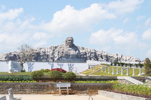 Ngắm tượng đài Mẹ Việt Nam anh hùng lớn nhất nước - 10