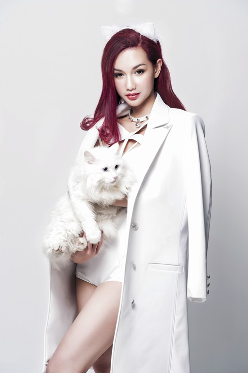 Quỳnh Chi hóa mèo trắng sexy, tái xuất showbiz - 3