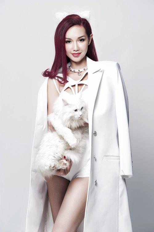 Quỳnh Chi hóa mèo trắng sexy, tái xuất showbiz - 4