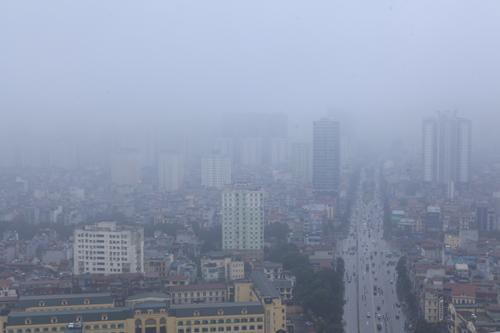 """Hà Nội: Nhiều nhà cao tầng bị sương mù """"nuốt chửng"""" - 1"""