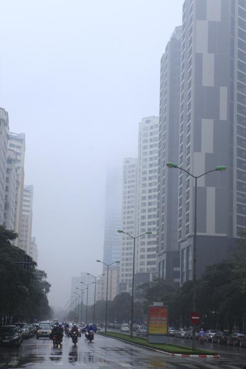 """Hà Nội: Nhiều nhà cao tầng bị sương mù """"nuốt chửng"""" - 7"""