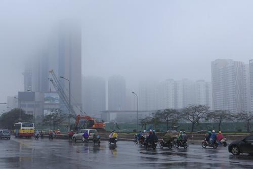 """Hà Nội: Nhiều nhà cao tầng bị sương mù """"nuốt chửng"""" - 6"""
