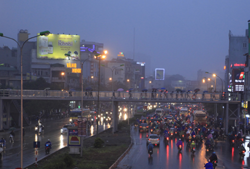 """Hà Nội: Nhiều nhà cao tầng bị sương mù """"nuốt chửng"""" - 13"""