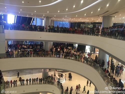 Hàng nghìn fan giẫm đạp lên nhau vì Phạm Băng Băng - 4