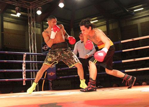 Boxing: Hạ gục đối thủ sau 29 giây, 4 cú đấm - 1
