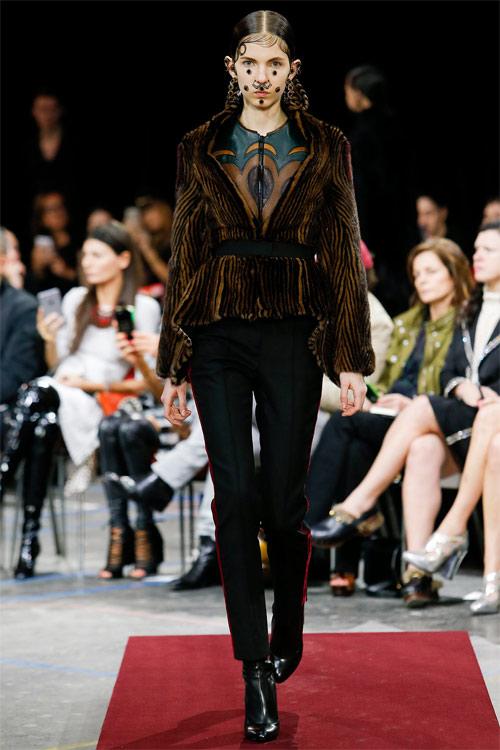 Vẻ đẹp nữ hoàng Anh trong tuyệt phẩm của Givenchy - 1