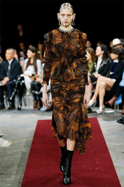 Vẻ đẹp nữ hoàng Anh trong tuyệt phẩm của Givenchy - 3