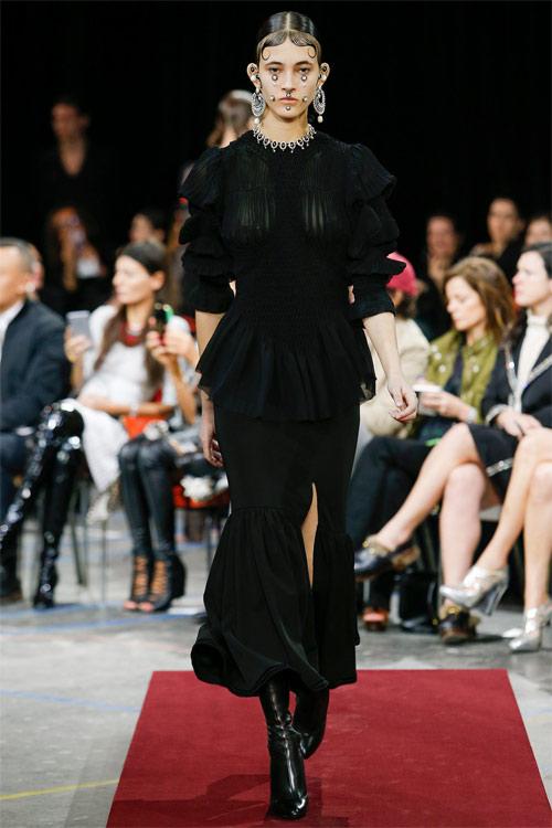 Vẻ đẹp nữ hoàng Anh trong tuyệt phẩm của Givenchy - 6