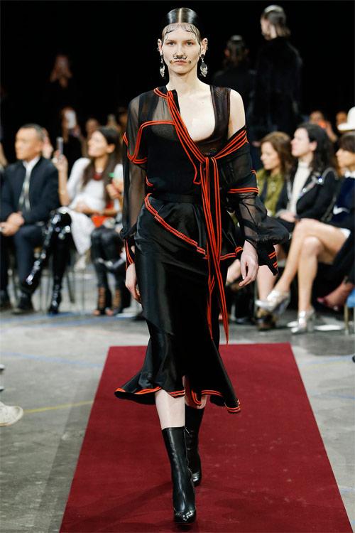Vẻ đẹp nữ hoàng Anh trong tuyệt phẩm của Givenchy - 12
