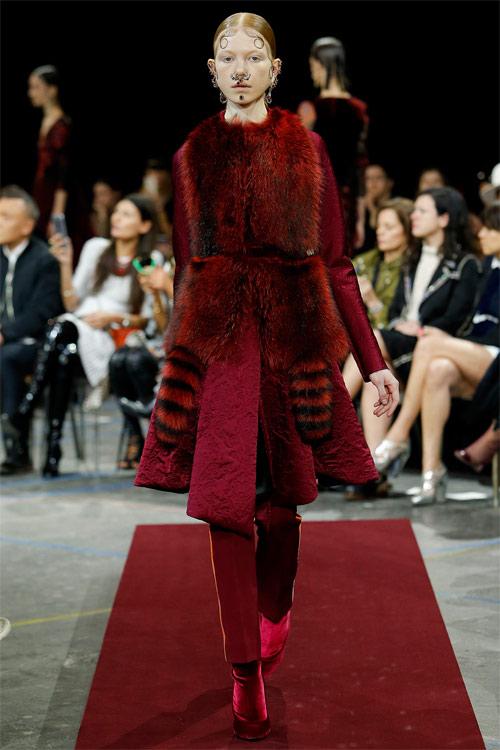 Vẻ đẹp nữ hoàng Anh trong tuyệt phẩm của Givenchy - 16