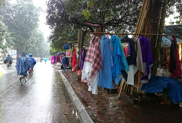 Dân Thủ đô khổ sở vì mưa phùn, nồm ẩm - 5