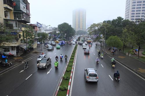 HN: Chặt hàng loạt cây xanh trên đường Nguyễn Chí Thanh - 1