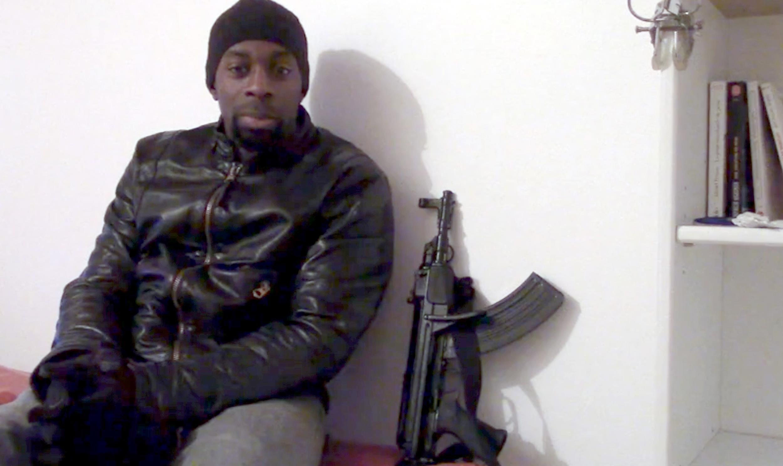 Pháp bắt nữ cảnh sát dính líu vụ khủng bố Paris - 1
