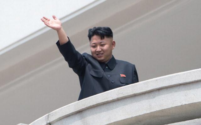 Kim Jong-un tặng mỹ phẩm cho vợ các phi công nhân ngày 8.3 - 1