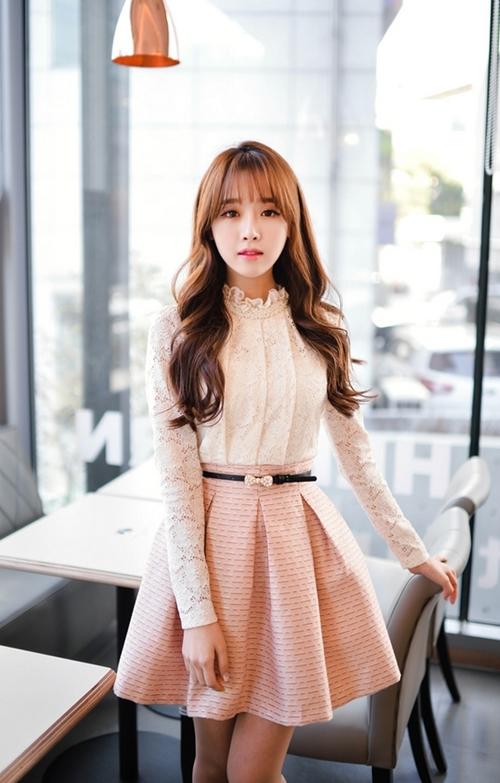 Nàng công sở chọn váy ngọt ngào cho ngày mưa xuân - 9