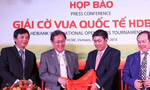 Quang Liêm, Trường Sơn đối đầu nhà vô địch châu Á - 1