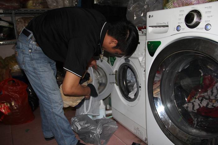 Mưa phùn kéo dài, dịch vụ giặt là làm hết công suất - 3