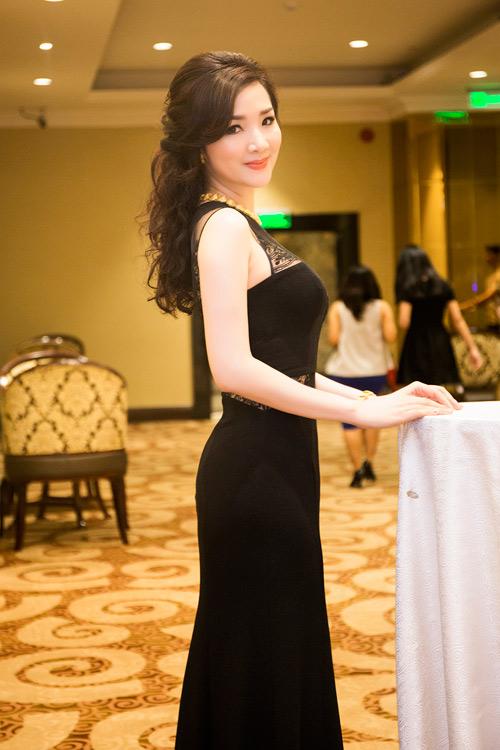 Hoa hậu Giáng My diện váy nửa kín, nửa hở dự sự kiện - 5