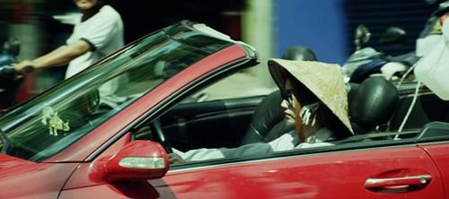Ngân Khánh lái xế hộp sang trọng đi mua ve chai - 1