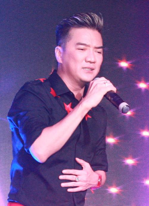 Mr Đàm bị fan nữ vây kín trong show diễn ở Thủ đô - 6
