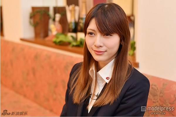 Nữ sinh trung học xinh đẹp nhất Nhật Bản bị chê già - 4