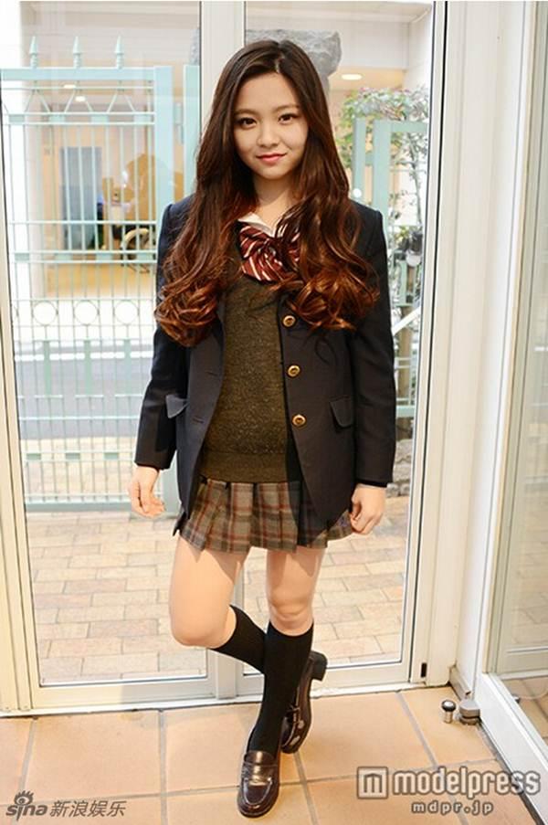 Nữ sinh trung học xinh đẹp nhất Nhật Bản bị chê già - 5