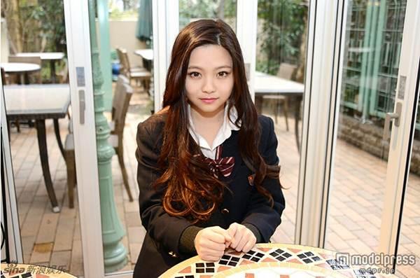 Nữ sinh trung học xinh đẹp nhất Nhật Bản bị chê già - 3
