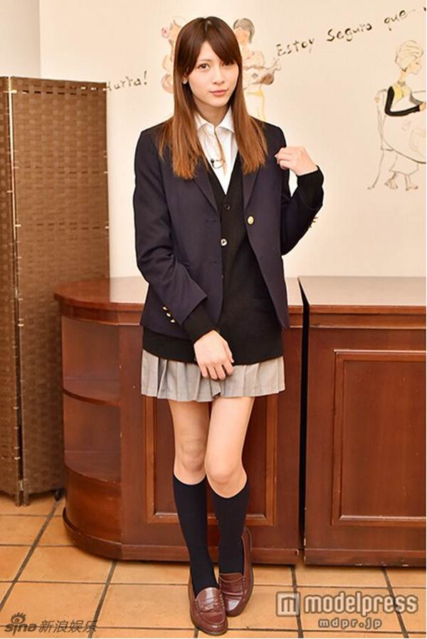 Nữ sinh trung học xinh đẹp nhất Nhật Bản bị chê già - 6